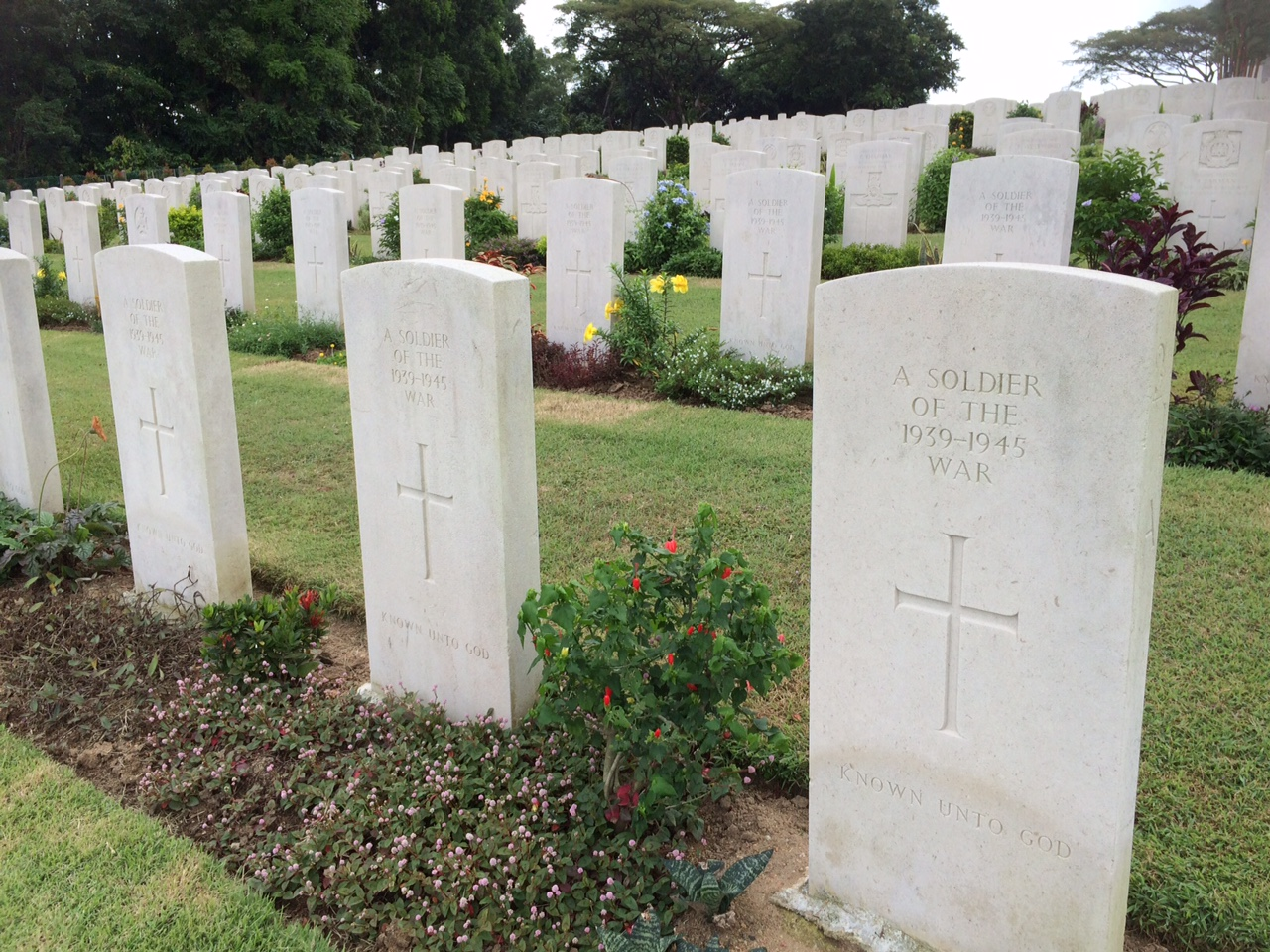 There are 850 graves of unknown soldiers at the Kranji War Cemetery in Singapore.